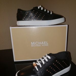 Brand new Michael kors sneakers size 5
